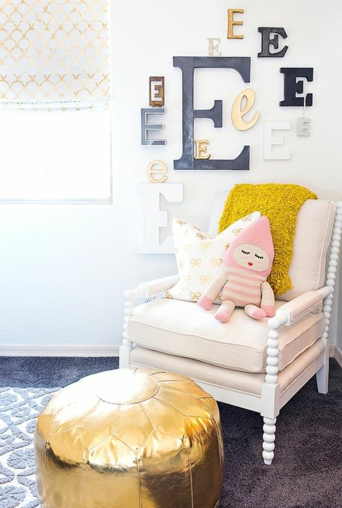 chambre-moderne-ado-fauteuil-blanc-coussin-jaune