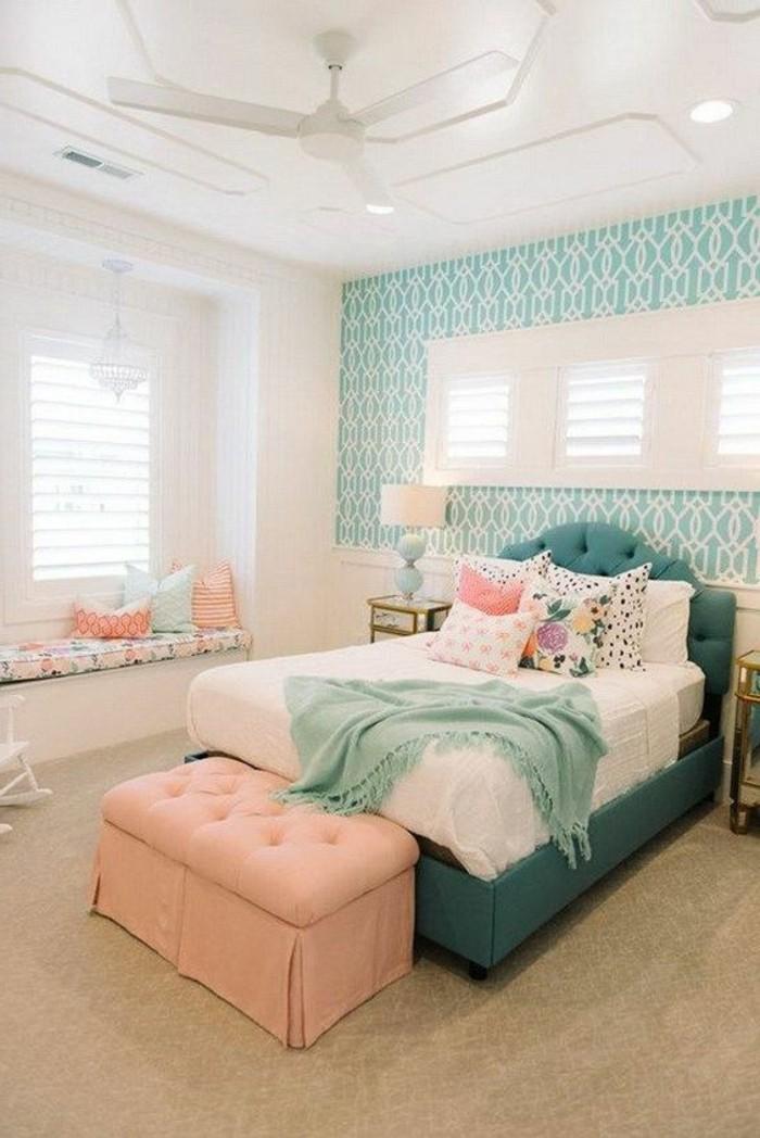 chambre-moderne-ado-lit-vert-et-banquettte-de-lit-rose