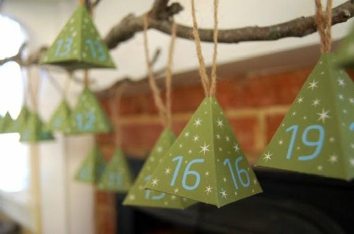 charmant-modele-de-calendrier-de-l-avent-petites-boites-vertes-en-forme-de-pyramides-calendrier-de-l-avent-a-fabriquer