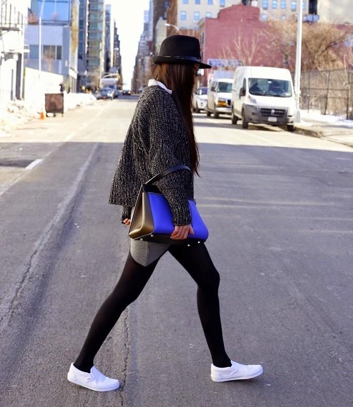 chaussures-vans-blanches-sans-lacet-slip-on-toile-blanc-pas-cher