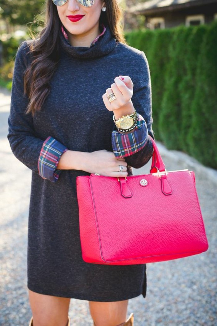 chemise-et-robe-pull-col-roule-sac-a-main-rose