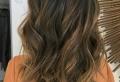 Les cheveux chatain – quelle nuance choisir et pourquoi