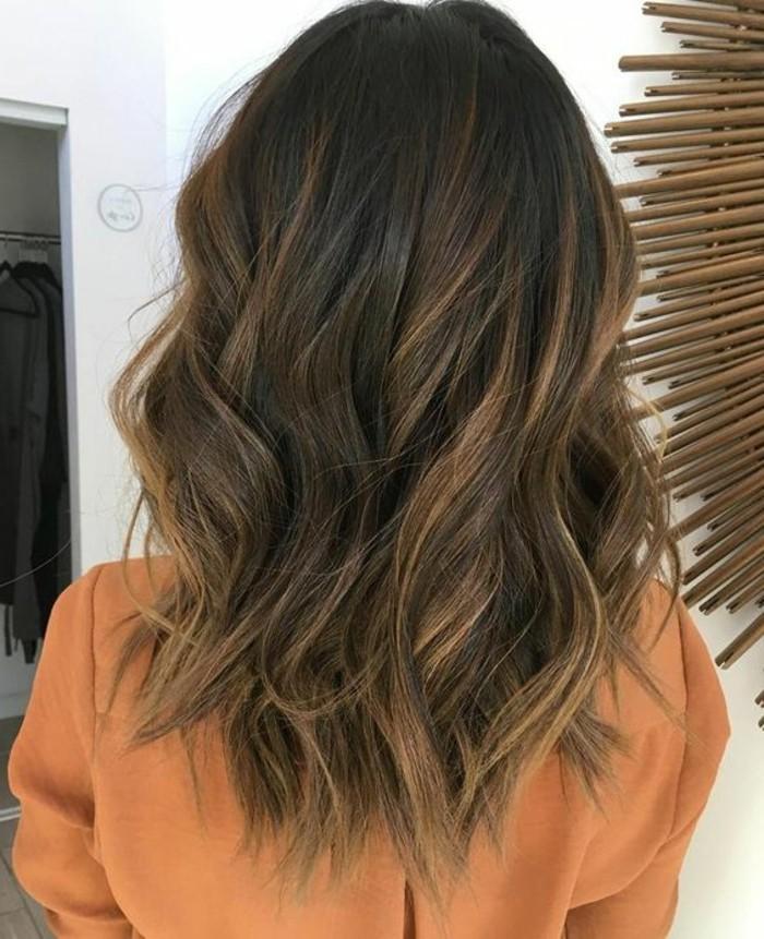 cheveux-chatain-aux-touches-blondes-claires
