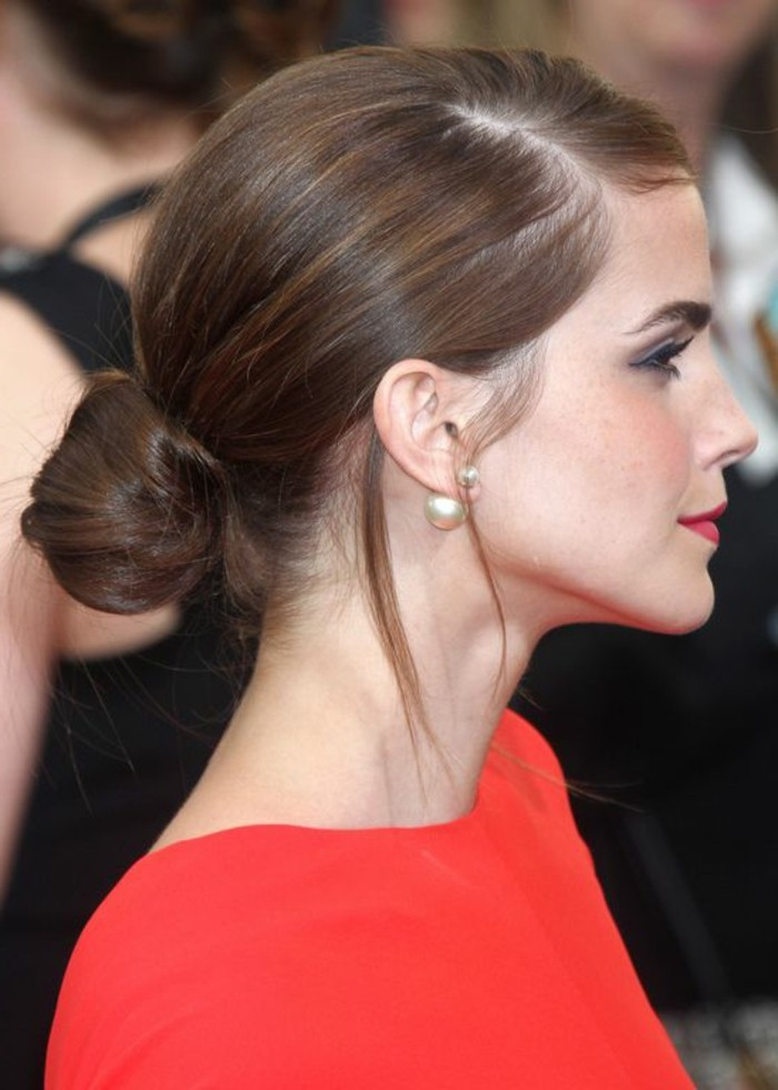 cheveux-chatain-coiffure-elegante-chatain-fonce-ema-watson