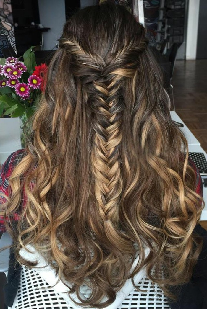 cheveux-chatain-coiffure-avec-tresse-cheveux-style-balayage