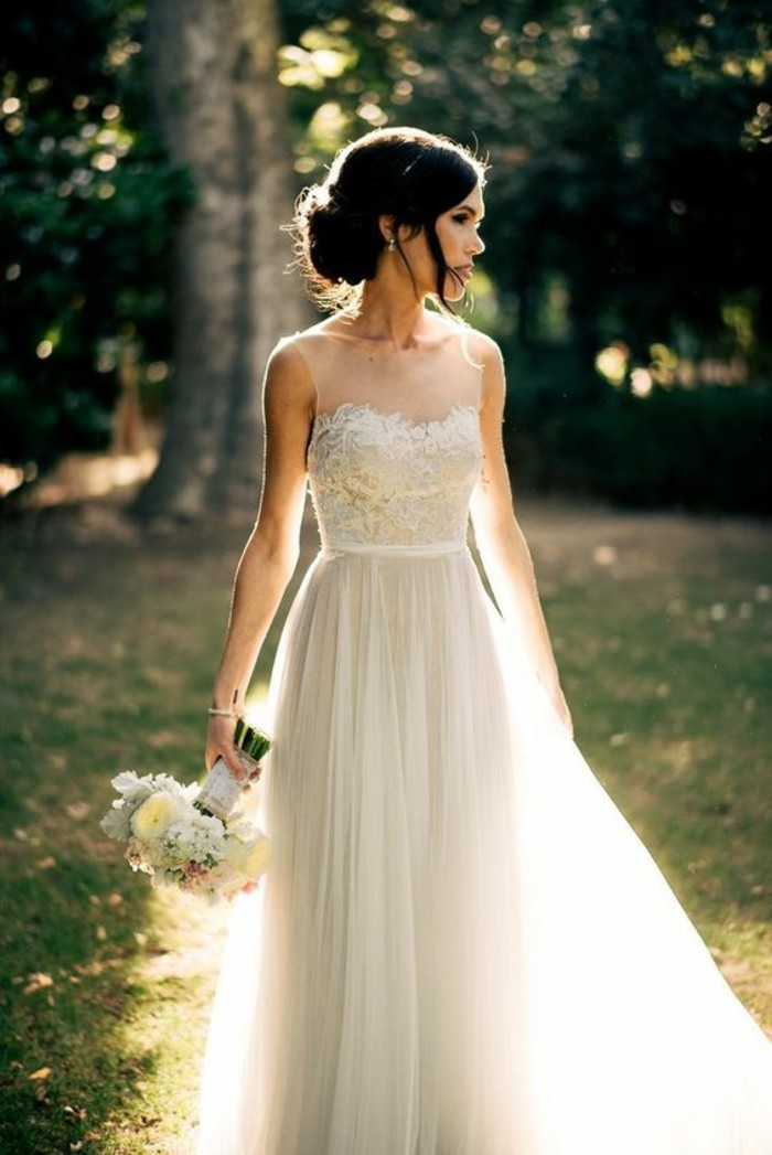 chic-robe-de-mariee-simple-dentelle-romantique-dentelle-en-top