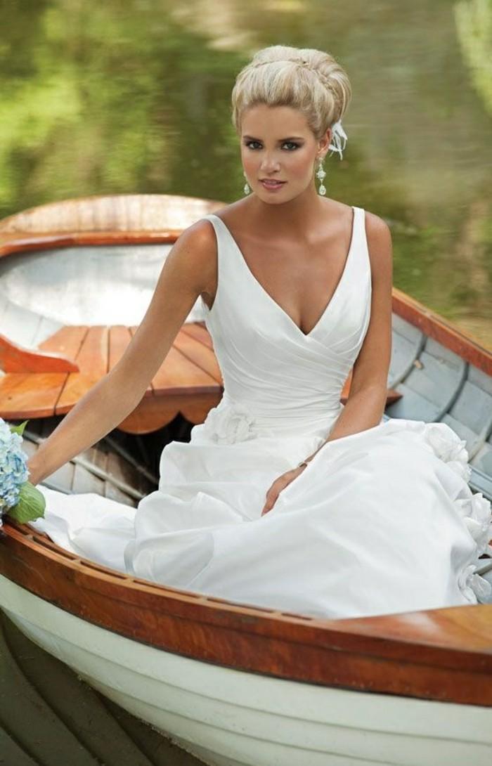 chic-robe-de-mariee-simple-dentelle-romantique-lac-au-bord-de-lac