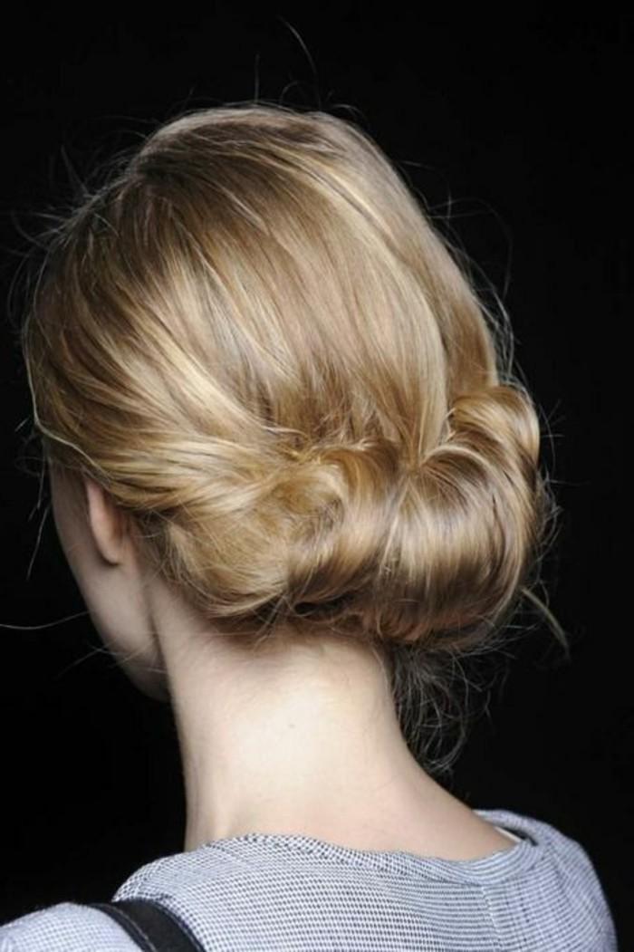 chignon-bas-facile-chignon-enroule-cheveux-longs