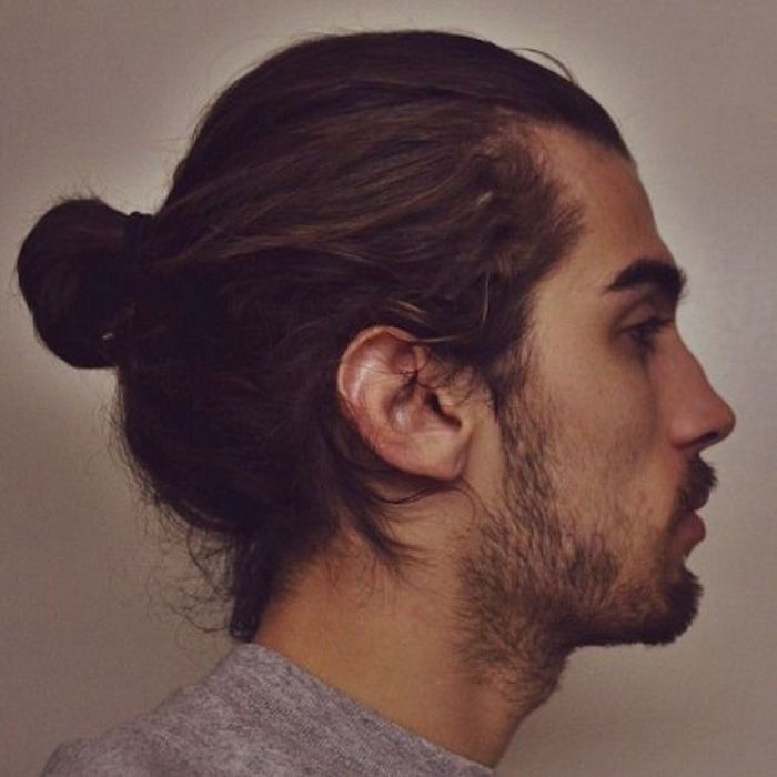 man bun top knot le chignon homme la pointe de la. Black Bedroom Furniture Sets. Home Design Ideas