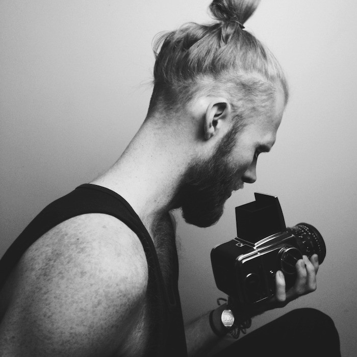 chignon pour homme style samourai cheveux longs barbe