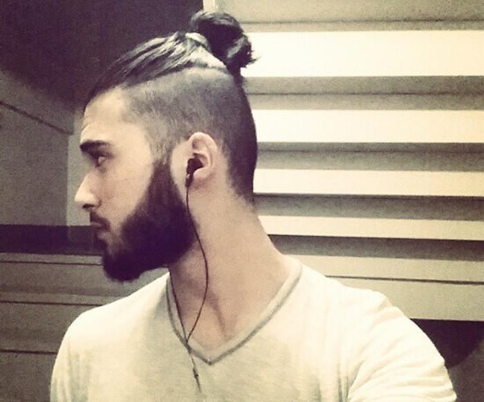 chignon-undercut-cotes-rases-cheveux-longs