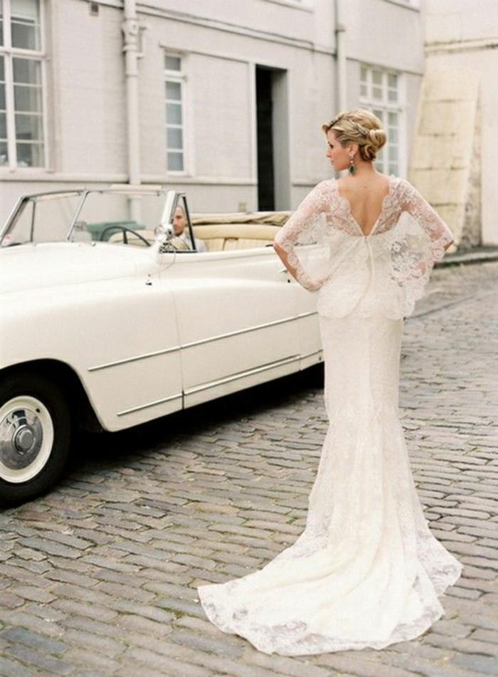 chouette-robe-de-mariee-avec-manche-mariage-voiture-vintage