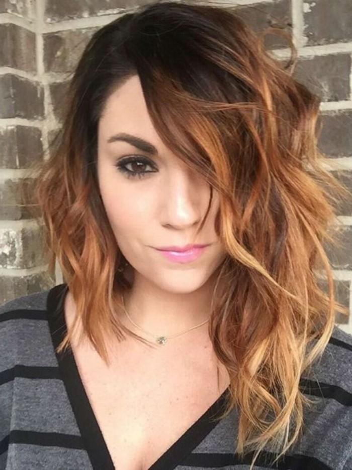 coiffure-asymetrique-coupe-femme-originale-cheveux-boucles