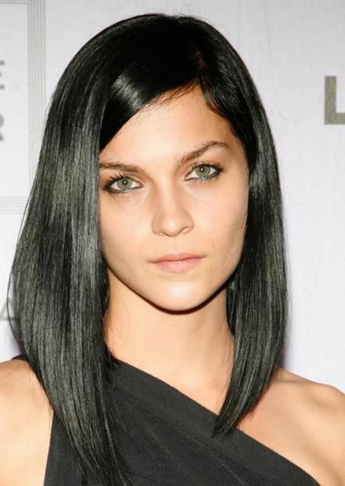 coiffure-asymetrique-sur-cheveux-longs-lisses-blouse-asymetrique