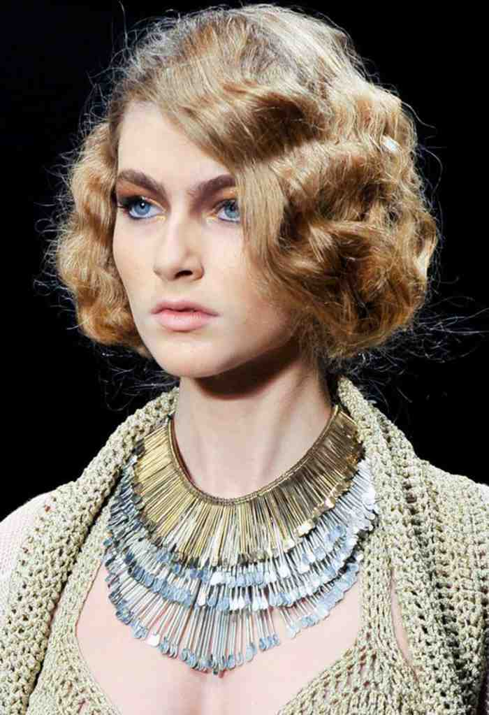 coiffure-coupe-carre-ondulations-anglaises-elegantes