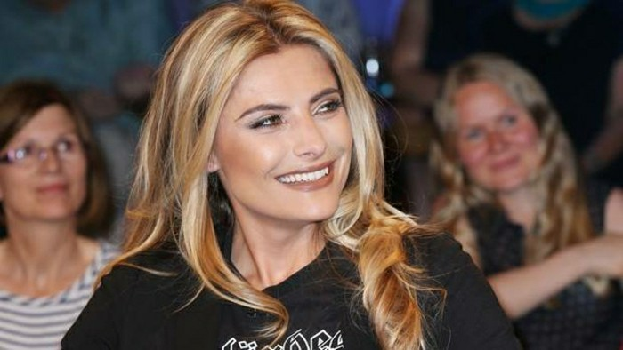 coiffure-facile-blonde-fille-rapide-a-faire-sophia-thomalla