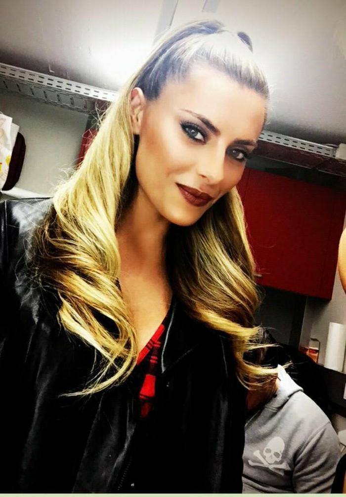 coiffure-facile-fille-blonde-facile-sophia-thomalla