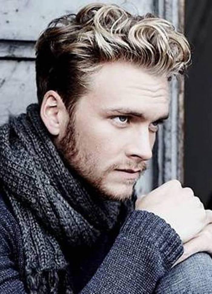 coiffure-pompadour-coupe-hispter-meche-blonde-homme-long-dessus-tendance-a-la-mode-retro