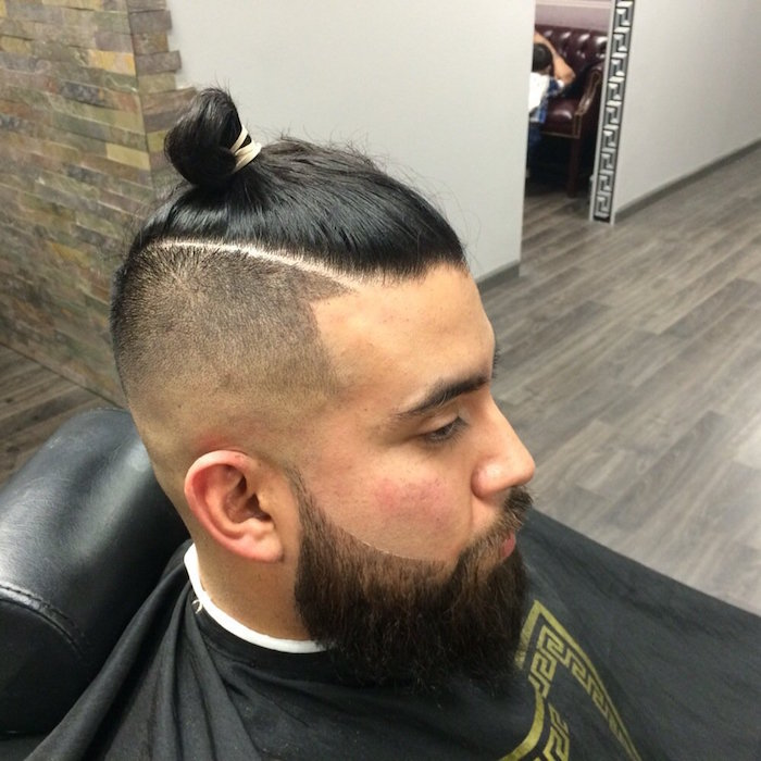 coiffure-samourai-couette-dessus-tete-style-man-buns-top-knot-homme