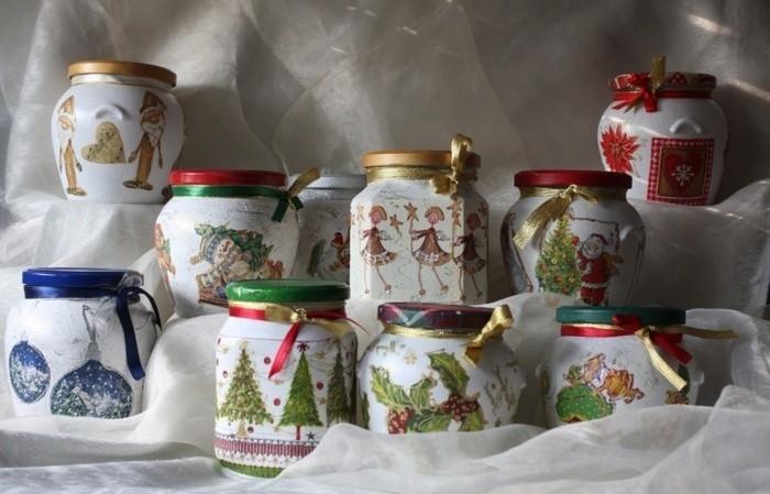 collage-de-serviette-a-motifs-de-noel-sur-des-pots-en-verre-une-magnifique-idee-de-decoration-de-noel-a-fabriquer-soi-meme