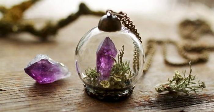 collier-terrarium-plante-tres-sympa-decore-d-une-pierre-precieuse