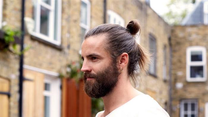 comment-faire-man-bun-homme-coupe-cheveux-long-chingnon