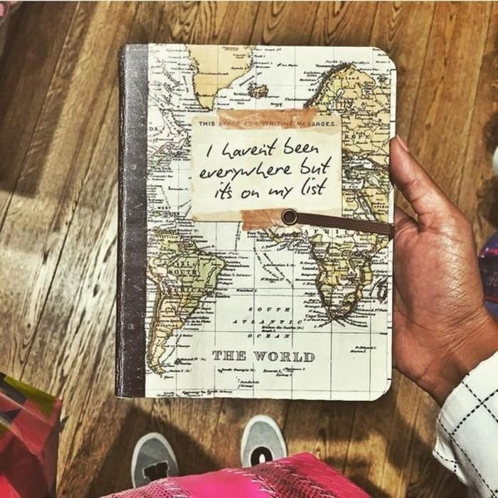 comment-faire-un-carnet-de-voyage-couverture-en-carte-du-monde