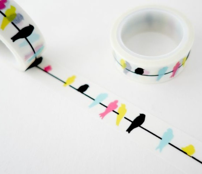 comment-faire-un-carnet-de-voyage-scotch-adhesif-decoratif-oiseaux-colores