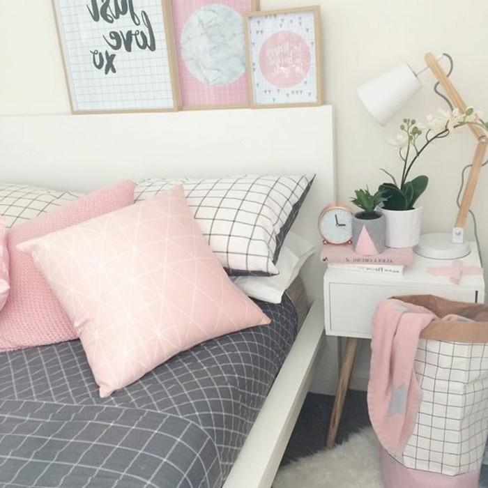comment-peindre-une-piece-coussins-et-peintures-en-rose-lampe-en-blanc-couverture-en-gris