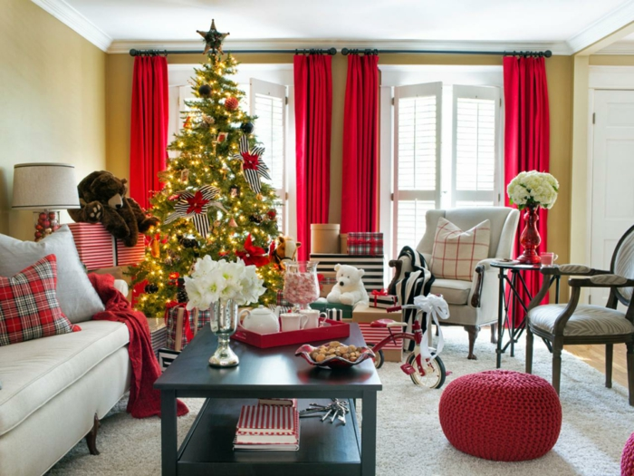 cool-chambre-joliement-decoree-guirlande-lumineuse-noel-exterieur-idee-deco-rouge-blanc-et-verre
