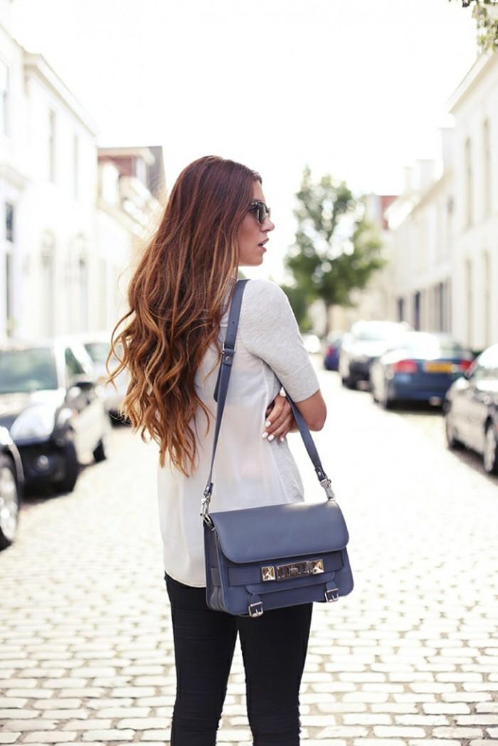 cool-femme-sur-la-rue-mode-idee-coupe-de-cheveux-longue