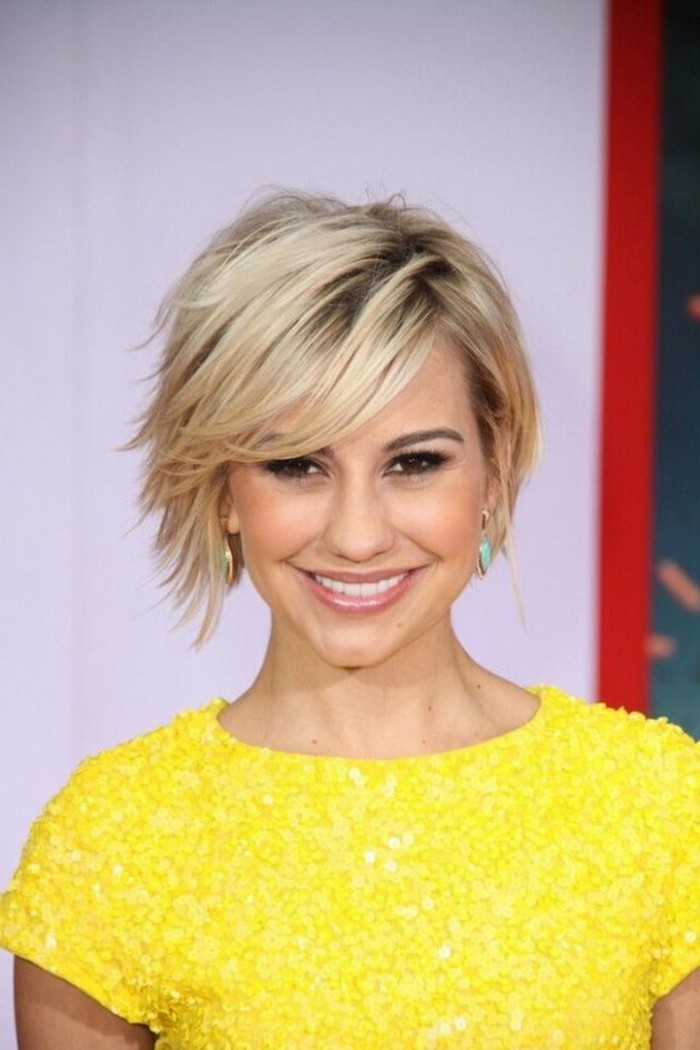 coupe-asymetrique-courte-cheveux-blonds-asymetriques