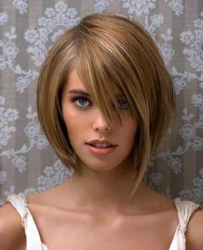 coupe-asymetrique-femme-coiffure-coupe-courte-sur-cheveux-lisses