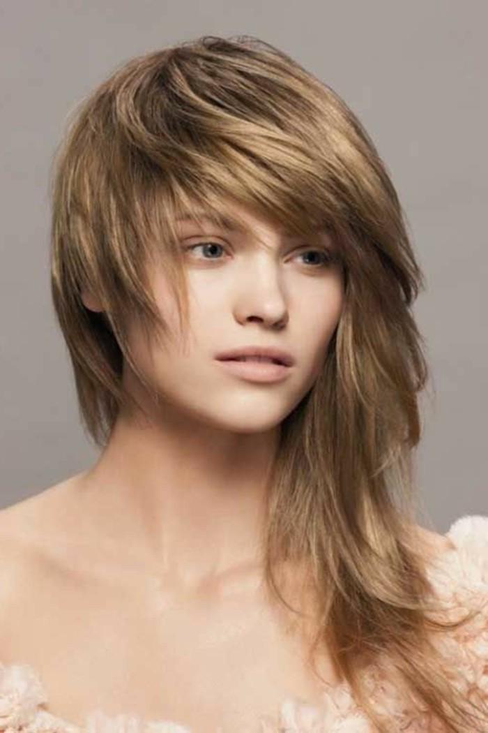 coupe-asymetrique-logue-coiffures-femmes-tendance