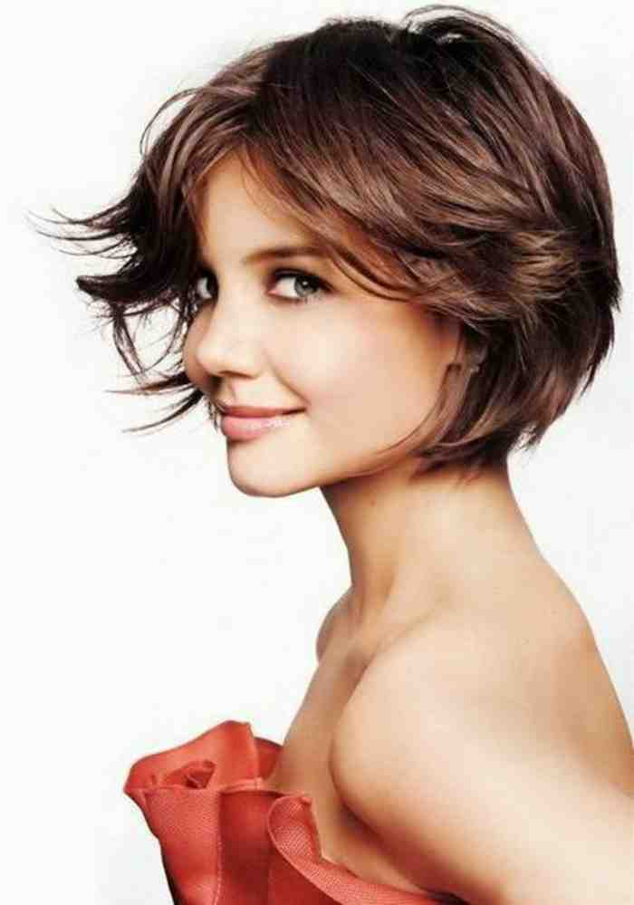 coupe-au-carre-court-katie-holmes-coupe-styee