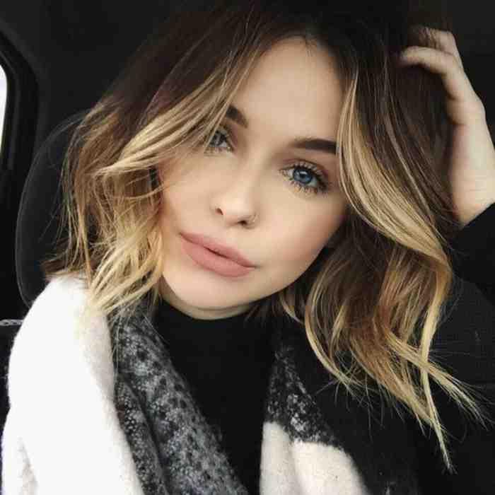 coupe-au-carre-courte-cheveux-boucles-chatain-blond