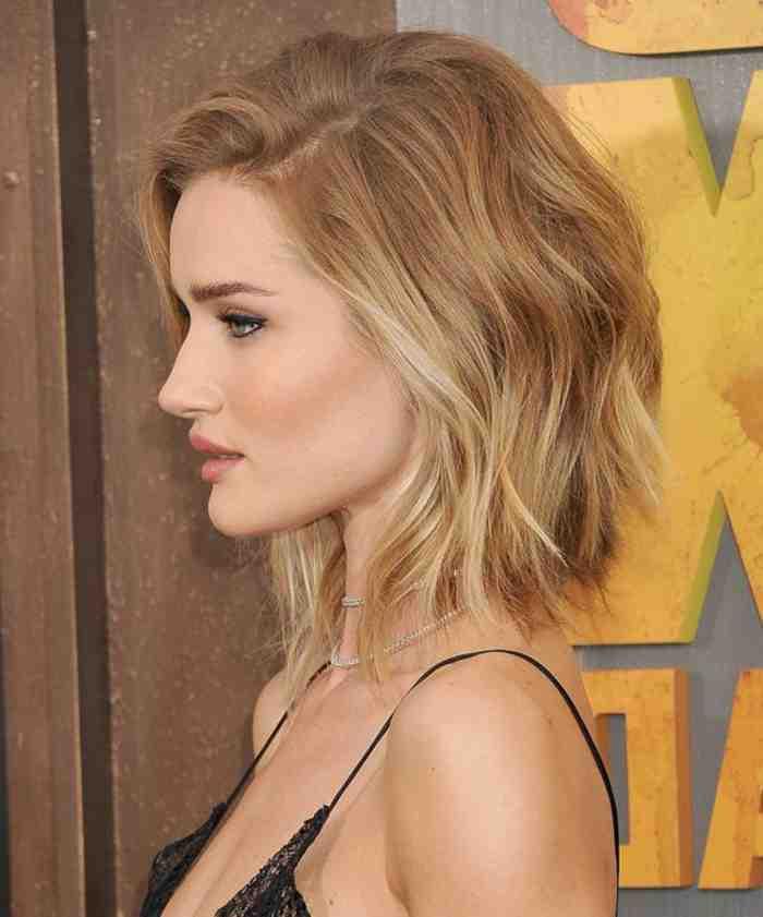 coupe-au-carre-courte-cheveux-legerement-ondulants