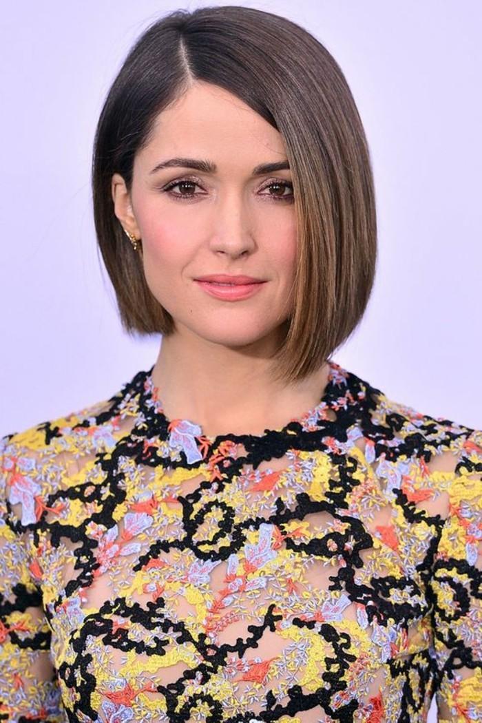 coupe-carre-asymetrique-cheveux-lisses-blouse-femme-originale
