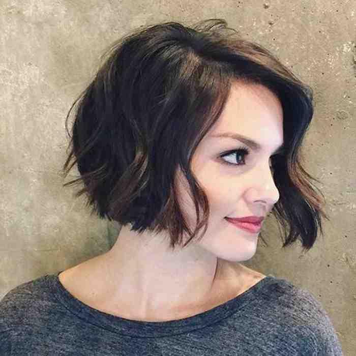 coupe-carre-court-carre-plongeant-cheveux-legerement-decoiffes
