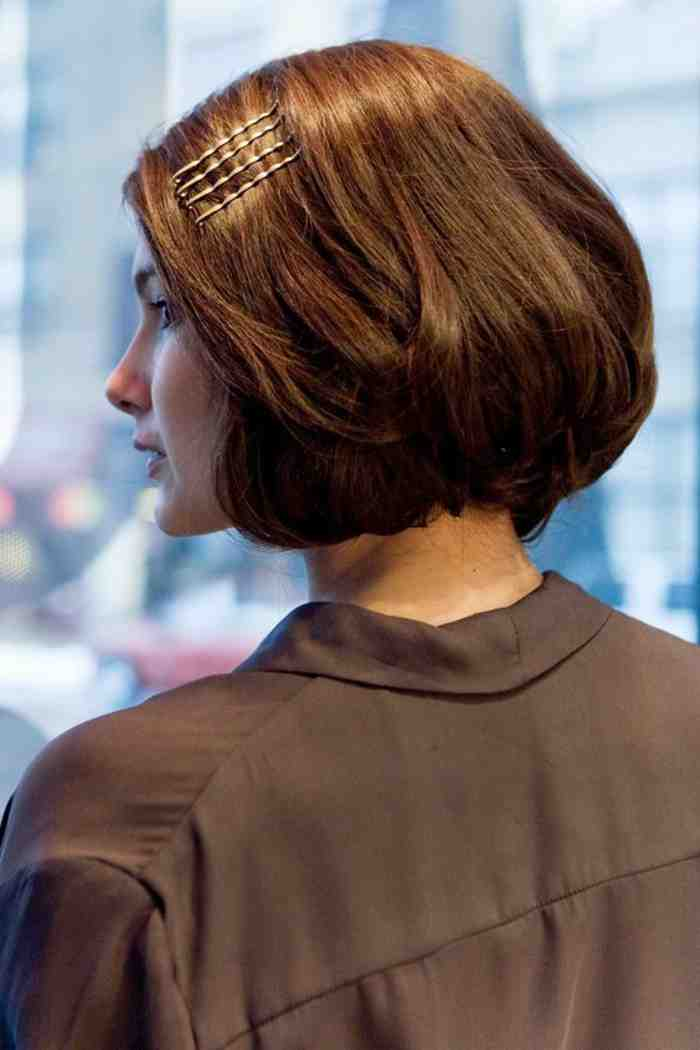 coupe-carre-court-coiffures-coupes-courtes-accessoirisees