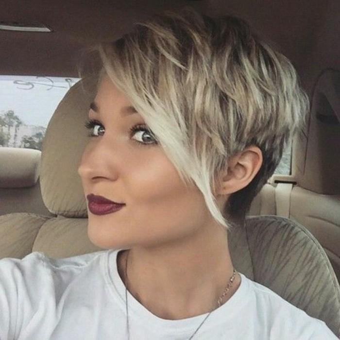 Coupe cheveux court asymetrique femme