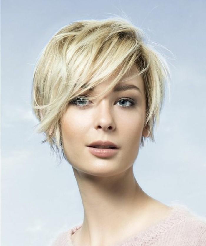 coupe-cheveux-asymetrique-cheveux-effiles-courts