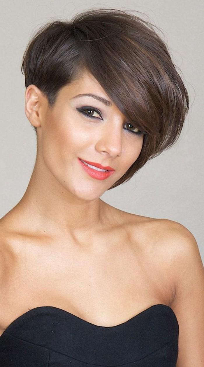 coupe-cheveux-asymetrique-cheveux-rases-de-cote-coupes-femmes-originales
