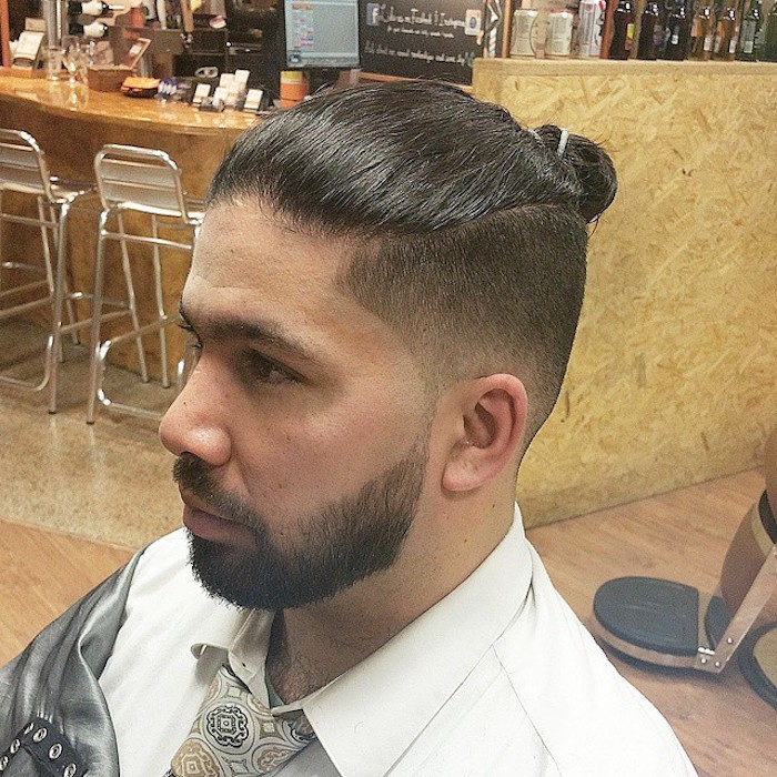 coupe-cheveux-cotes-degrade-fade-longs-chignon-man-buns