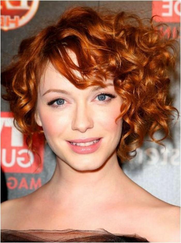 coupe-de-cheveux-asymetrique-carre-boucle-asymetrique