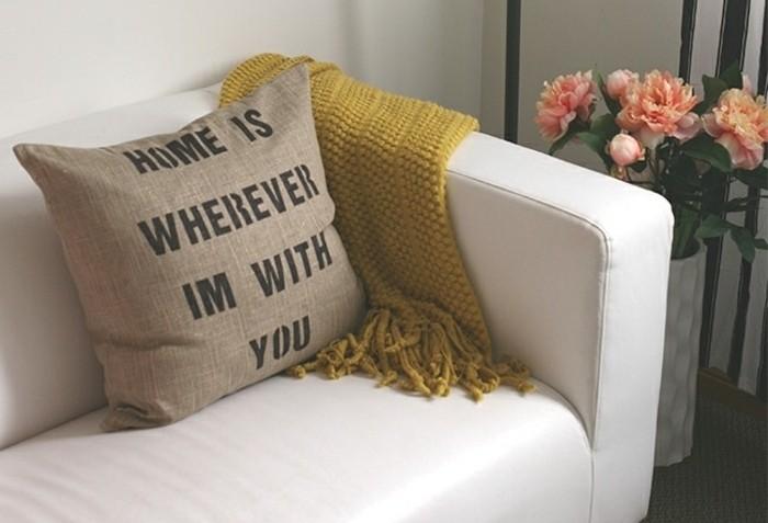 coussin-a-jolie-message-idee-cadeau-fete-de-saint-valentin-suggestion-charmante