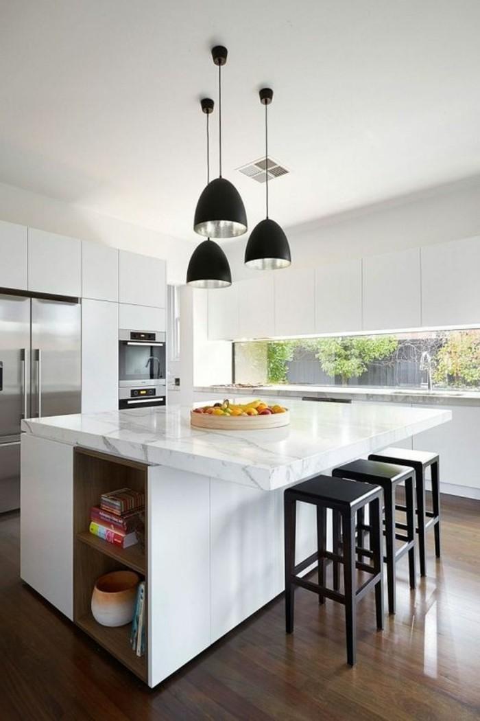cuisine-equipee-avec-ilot-central-comptoir-de-marbre