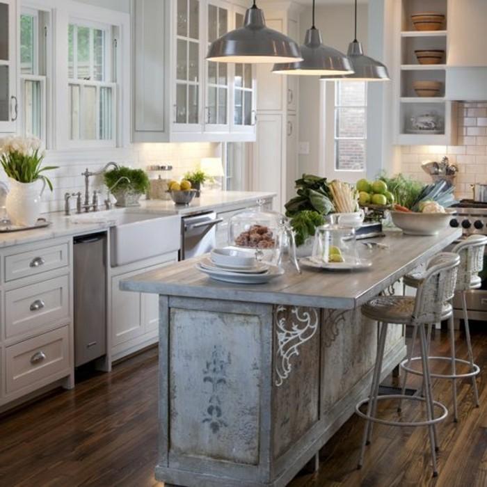 cuisine-equipee-avec-ilot-central-cuisine-en-bois-et-blanc
