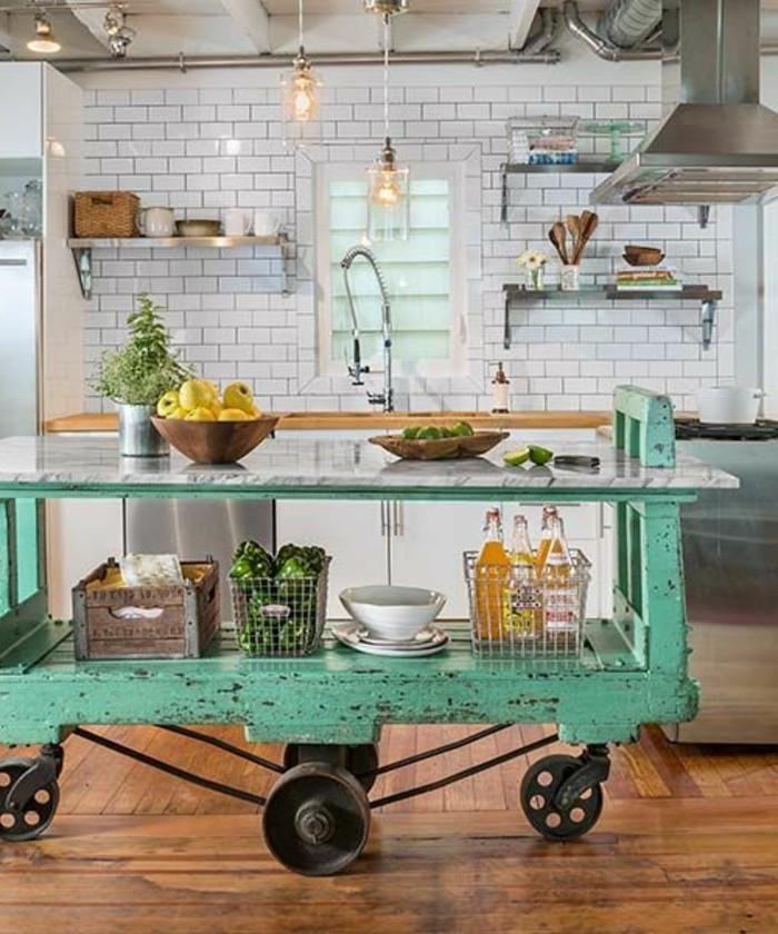 cuisine-equipee-avec-ilot-central-ilot-central-sur-roulettes-bois-peint-bleu