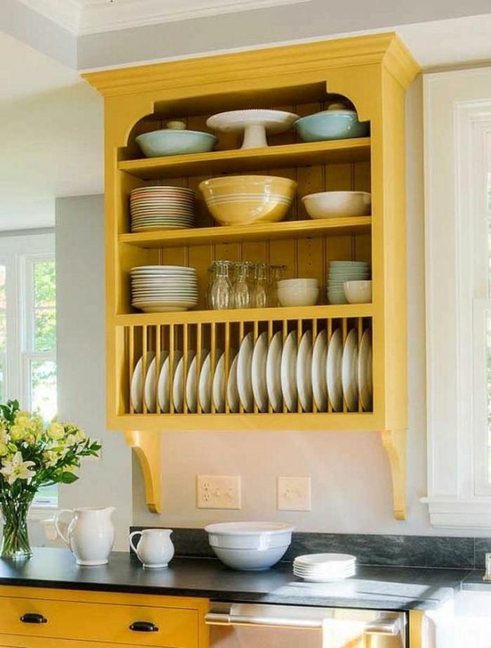 La couleur jaune moutarde nouvelle tendance dans l for Peinture placard cuisine